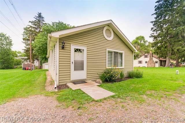 837 Charlton Boulevard, White Lake Twp, MI 48383 (#2210058192) :: Real Estate For A CAUSE