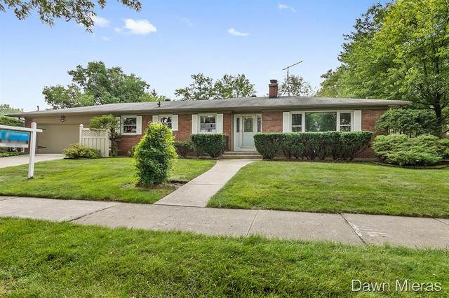 820 N Kentview Drive NE, Grand Rapids, MI 49505 (#65021072070) :: Real Estate For A CAUSE