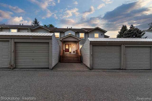 4984 Oak Hill Dr # 62, Waterford Twp, MI 48329 (#2210058656) :: Real Estate For A CAUSE