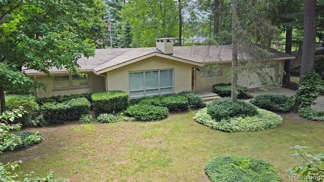 5842 Hummingbird Lane, Independence Twp, MI 48346 (#2210058942) :: Novak & Associates