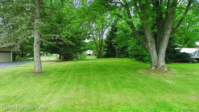 7119 V/L  Ellinwood Drive, White Lake Twp, MI 48383 (#2210059085) :: BestMichiganHouses.com