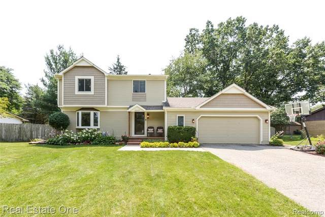 3007 Shewbird, Wixom, MI 48393 (#2210059110) :: Real Estate For A CAUSE