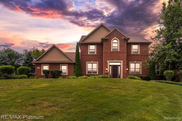 9166 Orion Drive, Brighton Twp, MI 48114 (#2210059255) :: Real Estate For A CAUSE