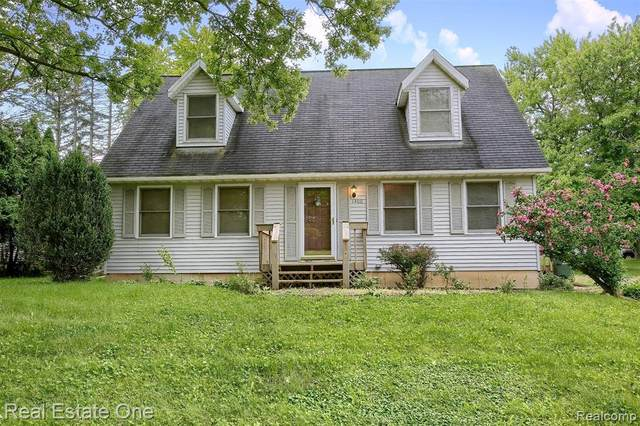 1400 Walter S Hall Drive, Orion Twp, MI 48362 (#2210059332) :: Real Estate For A CAUSE