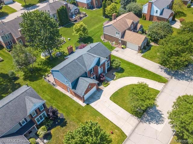 45077 Roundview Drive, Novi, MI 48375 (#2210059598) :: Duneske Real Estate Advisors