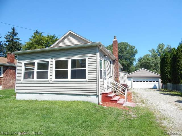 4858 Griswold Road, Kimball Twp, MI 48074 (#2210059877) :: BestMichiganHouses.com