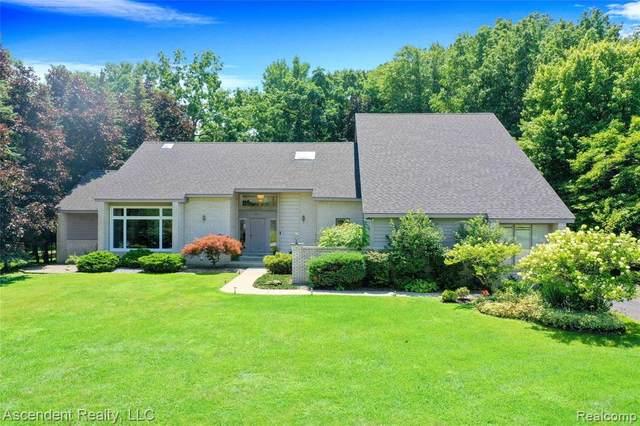 5913 Carmen Court W, Orchard Lake Village, MI 48324 (#2210059998) :: GK Real Estate Team