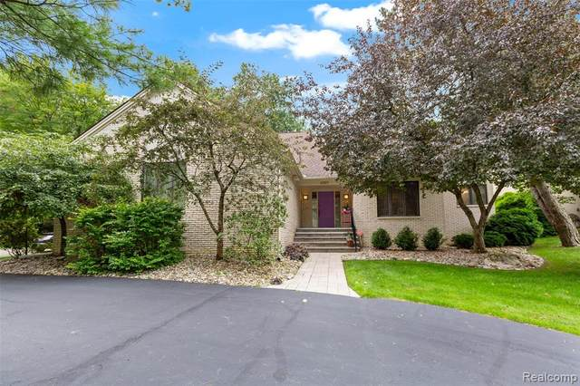 4397 Rolling Pine Drive, West Bloomfield Twp, MI 48323 (#2210060319) :: The Alex Nugent Team | Real Estate One