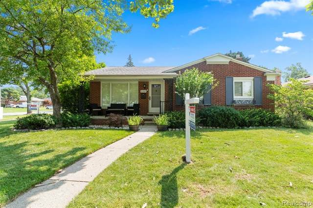 6360 Cambourne Road, Dearborn Heights, MI 48127 (#2210060320) :: BestMichiganHouses.com