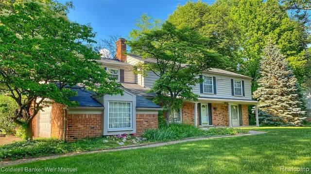 2601 Lamplighter Lane, Bloomfield Twp, MI 48304 (#2210060367) :: Duneske Real Estate Advisors