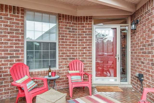 49141 Kimberly Court, Macomb Twp, MI 48042 (#2210060558) :: The Alex Nugent Team | Real Estate One