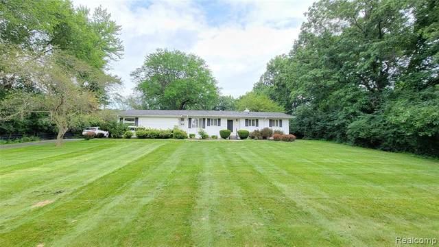 4806 Walnut Lake Road, Bloomfield Twp, MI 48301 (#2210060561) :: Duneske Real Estate Advisors