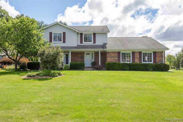 5854 Misty Hill Drive, Independence Twp, MI 48346 (#2210060784) :: The Mulvihill Group