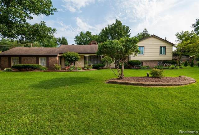 48175 Cedarwood, Novi, MI 48374 (#2210060793) :: Duneske Real Estate Advisors