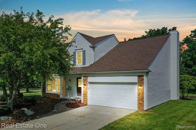 1764 Ridgecrest, Rochester Hills, MI 48306 (#2210060915) :: BestMichiganHouses.com
