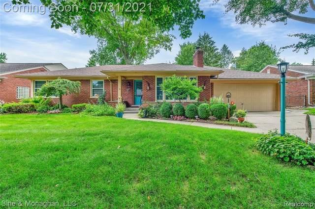 561 Hollywood Avenue, Grosse Pointe Woods, MI 48236 (#2210061071) :: Duneske Real Estate Advisors
