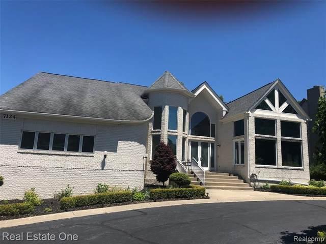 7124 Alta  Vista Dr., West Bloomfield Twp, MI 48322 (#2210061107) :: The Alex Nugent Team | Real Estate One