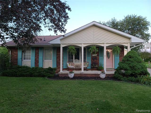 1004 Wiltshire Drive, Owosso, MI 48867 (#2210061189) :: The Mulvihill Group