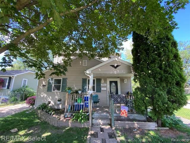 3902 Brunswick Avenue, Flint, MI 48507 (#2210061287) :: The Mulvihill Group