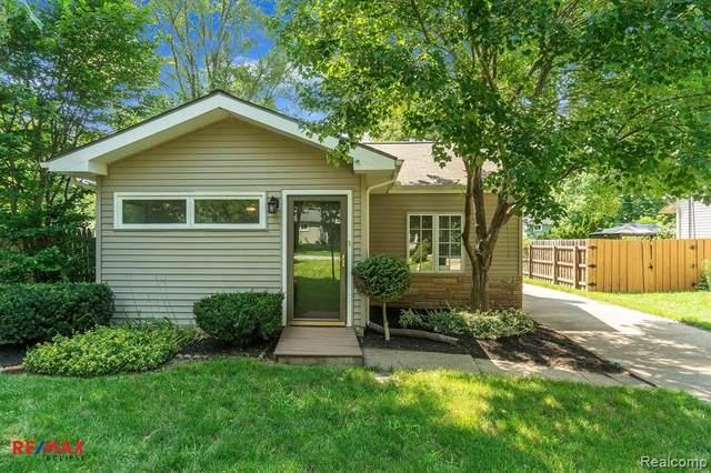 3262 Edgemere Avenue, Commerce Twp, MI 48382 (#2210061468) :: BestMichiganHouses.com