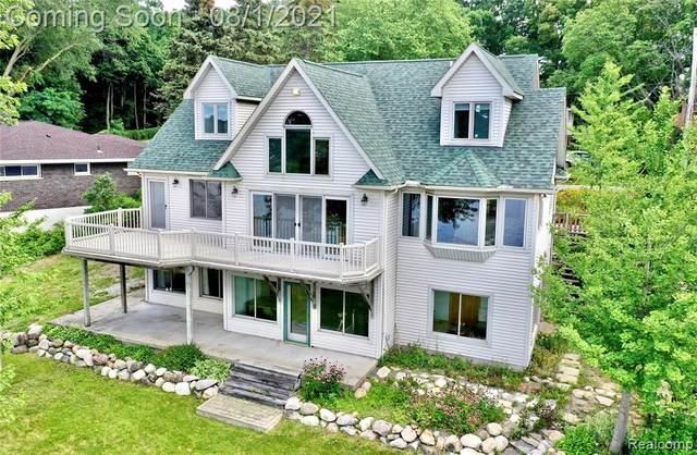 2840 Woodbine Drive, Waterford Twp, MI 48328 (#2210061672) :: GK Real Estate Team