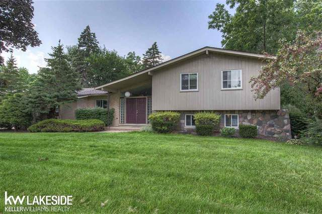 4421 Sandy Creek Dr, Shelby Twp, MI 48316 (#58050050092) :: The Mulvihill Group
