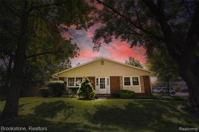 1669 Brentwood Drive, Troy, MI 48098 (#2210062000) :: Robert E Smith Realty