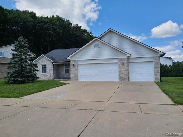 17416 Michigan Heights Drive, Brownstown Twp, MI 48174 (#2210062073) :: GK Real Estate Team