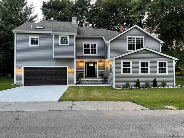 3706 Lakeview Boulevard, Orchard Lake Village, MI 48324 (#2210062089) :: Keller Williams West Bloomfield