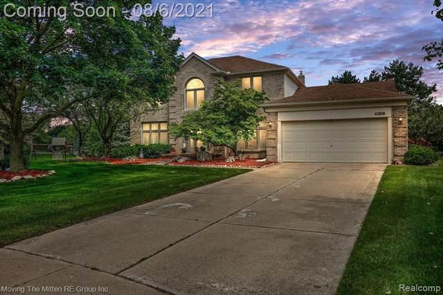 4398 Bentley Drive, Troy, MI 48098 (#2210062248) :: Novak & Associates