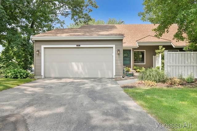 6615 Bella Vista Drive NE, Cannon Twp, MI 49341 (#65021097998) :: The Mulvihill Group