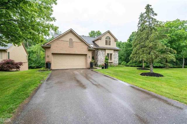 7065 Deerwood Trl W, West Bloomfield, MI 48323 (#58050050518) :: Real Estate For A CAUSE