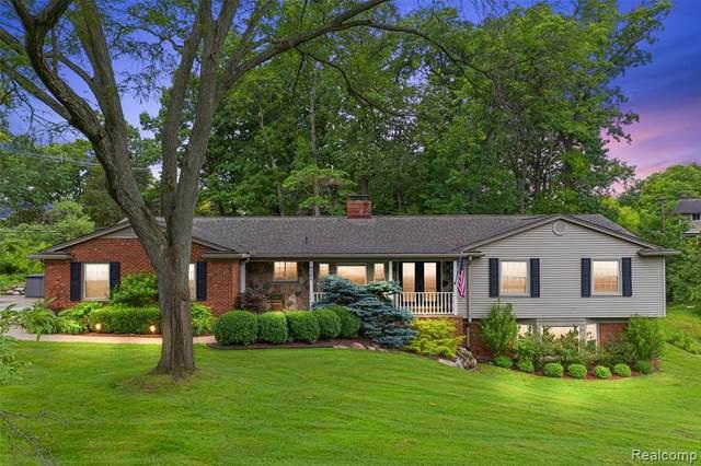 4384 Sunningdale Drive, Bloomfield Twp, MI 48302 (#2210063461) :: GK Real Estate Team