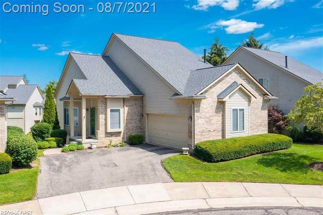 732 Mill Pointe Dr, Milford, MI 48381 (#58050050749) :: The Vance Group | Keller Williams Domain