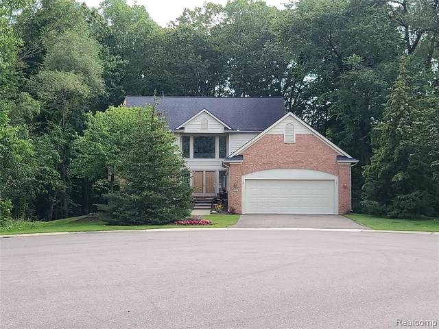 5044 Lake Vista Drive, West Bloomfield Twp, MI 48323 (#2210063848) :: Real Estate For A CAUSE