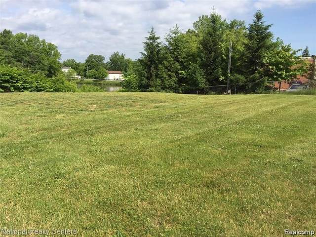 8082 State Road, Goodrich Vlg, MI 48438 (#2210066833) :: National Realty Centers, Inc
