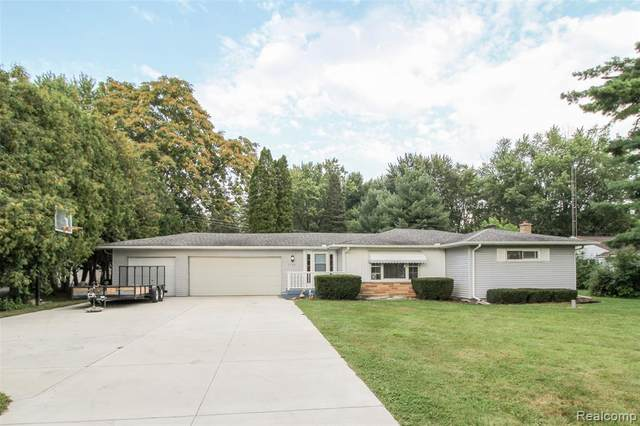 7194 N Center Road, Genesee Twp, MI 48458 (#2210068901) :: GK Real Estate Team
