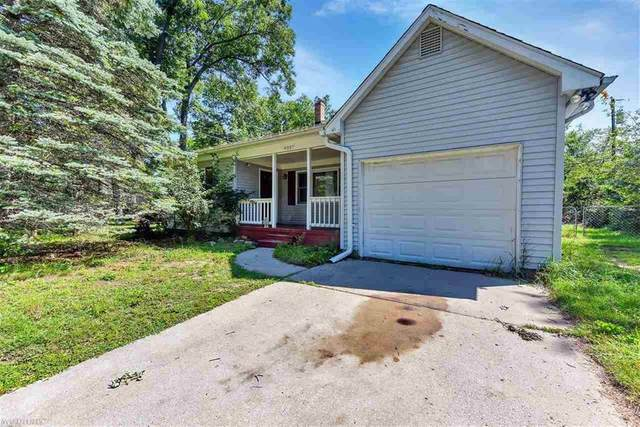 4037 Highland Ct, West Bloomfield, MI 48235 (#58050052481) :: Robert E Smith Realty