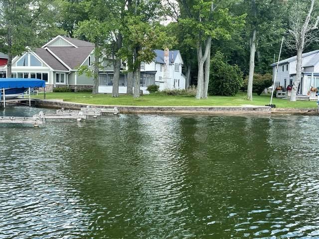 8528 Lake Avenue, Watervliet Twp, MI 49098 (#69021101511) :: Novak & Associates