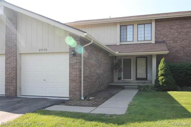 2939 Meadowbrook Drive, Rochester Hills, MI 48309 (#2210069427) :: Robert E Smith Realty