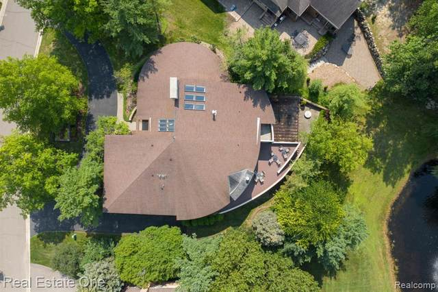 4569 Kiftsgate Bend, Bloomfield Twp, MI 48302 (#2210070426) :: Duneske Real Estate Advisors