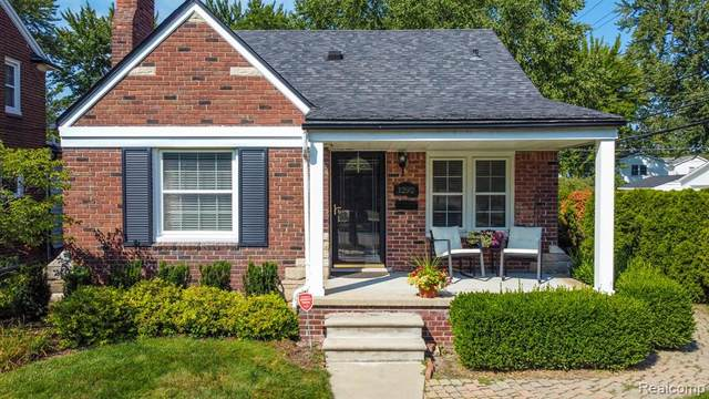 1292 Hampton Road, Grosse Pointe Woods, MI 48236 (#2210070519) :: GK Real Estate Team