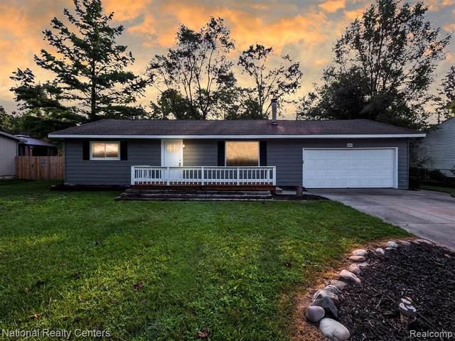 4844 Lakeborn Drive, White Lake Twp, MI 48383 (#2210071287) :: The Vance Group | Keller Williams Domain
