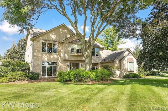 869 Timberline Drive, Rochester Hills, MI 48309 (#2210071881) :: The Vance Group | Keller Williams Domain