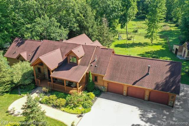 4916 Cedar Island Road, White Lake Twp, MI 48383 (#2210073568) :: The Vance Group   Keller Williams Domain