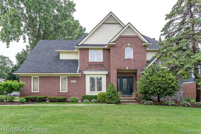 8260 Tamarron Drive, Commerce Twp, MI 48382 (#2210073703) :: GK Real Estate Team