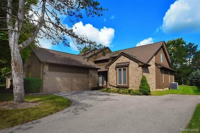 23900 Greenglen Crt #94, Bingham Farms Vlg, MI 48025 (#2210074030) :: Real Estate For A CAUSE