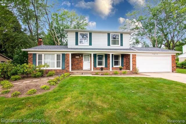 6822 Lee Crest Drive, West Bloomfield Twp, MI 48322 (#2210074234) :: GK Real Estate Team