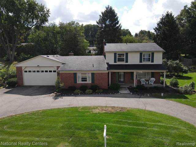 8743 Sandy Crest Drive, White Lake Twp, MI 48386 (#2210074577) :: Real Estate For A CAUSE