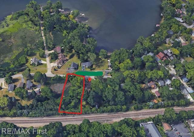 00000 Mccormick, Waterford Twp, MI 48328 (#2210074873) :: Real Estate For A CAUSE